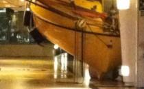 Riesenwelle trifft Explorer of the Seas von Royal Caribbean: Rettungsboote weg gedrückt
