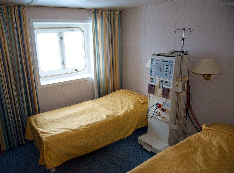 Dialyse Station auf einem Kreuzfahrtschiff
