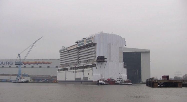Norwegian Escape Bausektion im Werftbecken der Meyer Werft / © Inselvideo