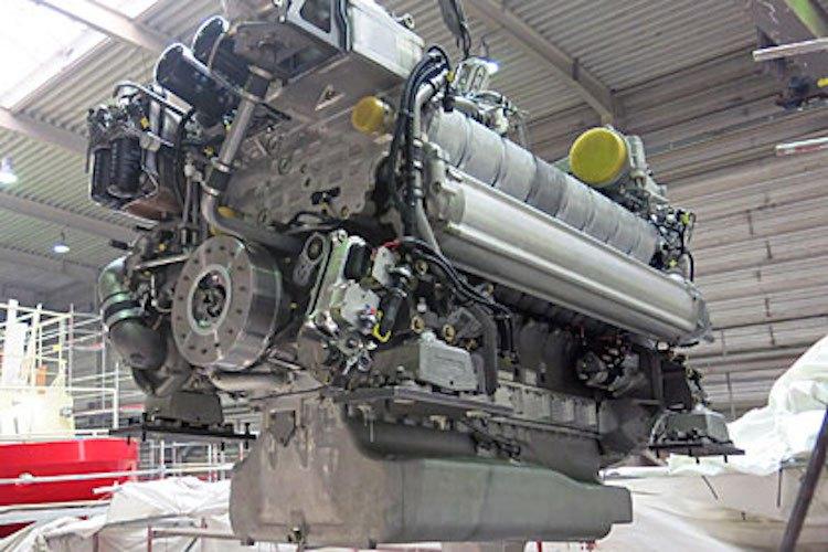 2000 PS bringt ein Motor des neuen Seenotkreuzers (SK35) / © DGzRS