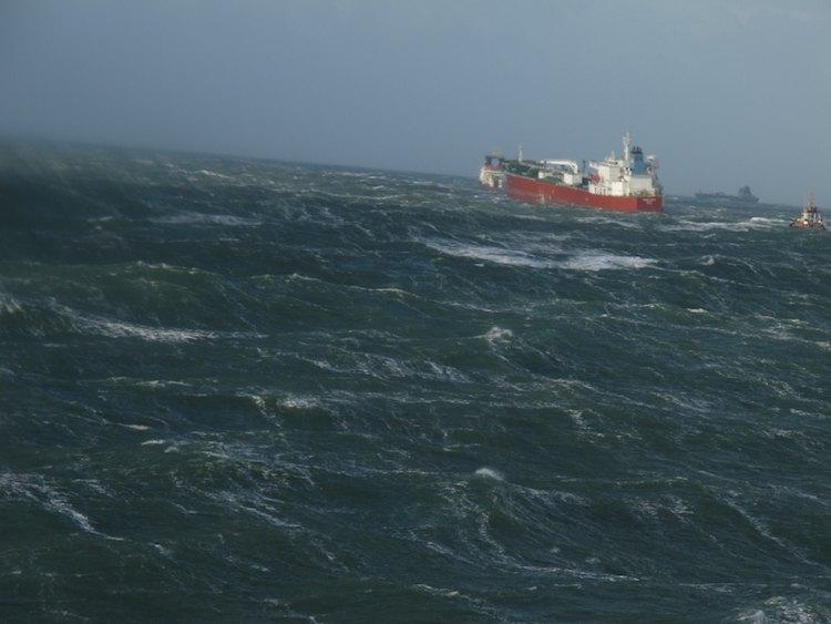 Silver Carla mit defekter Hauptmaschine in der stürmenden Nordsee havariert