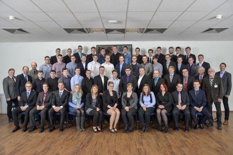 59 Azubis sind nun Facharbeiter der Meyer Werft / © Meyer Werft