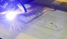 Stahlschnitt der Genting World auf der Meyer Werft