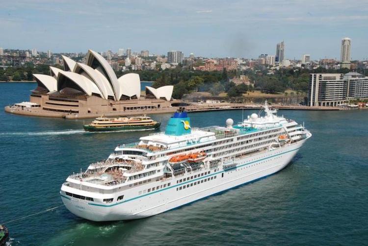 MS Amadea, das neue Traumschiff startet auf zwei Kurztouren in 2015 / © Phoenix Reisen