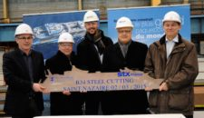 Symphony of the Seas Bau startet mit Steel-Cutting bei STX France