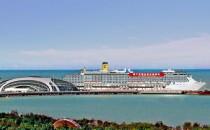 Costa Atlantica mit chinesischen Schriftzügen auf Weltreise