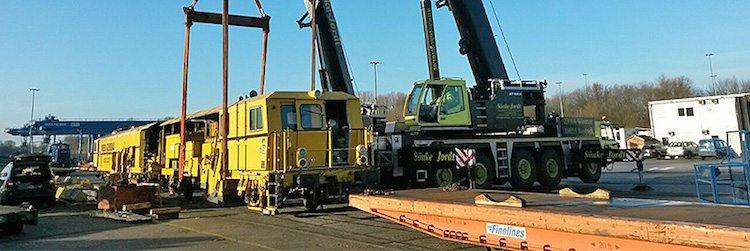 110 Tonnen Gleisbaumaschine / © Lübecker Hafengesellschaft