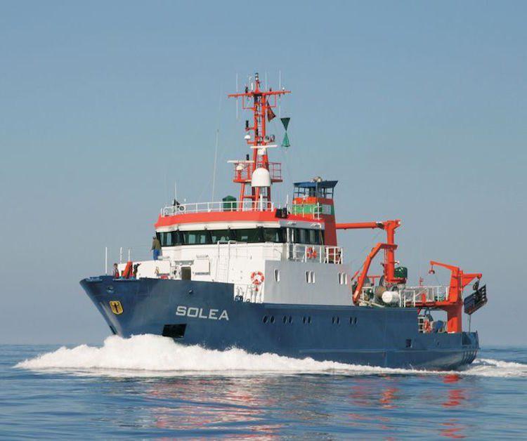 Das Schiff in voller Fahrt auf dem Wasser. Fischereiforschungsschiff SOLEA (© Thünen-Institut/C. Zimmermann)