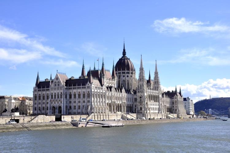 Parlament Budapest von der Donau