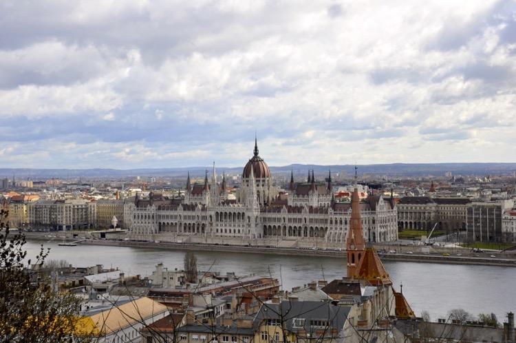 Parlament Budbest von Fischerbastei