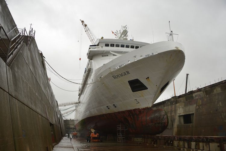 MS Voyager im Dock / © Lloyd Werft