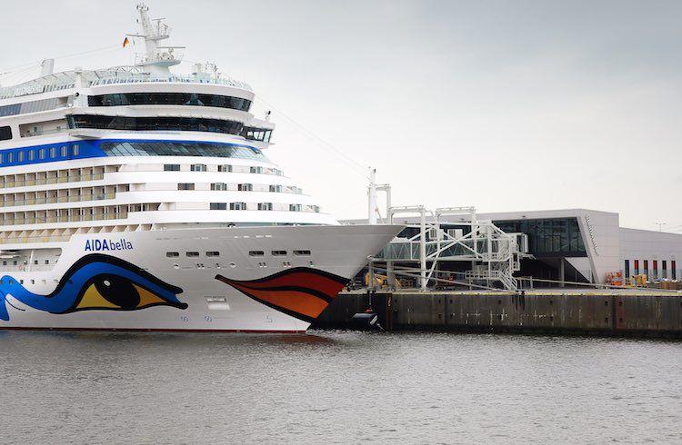 AIDAbella erstmals am Kronprinzkai in Steinwerder / © AIDA Cruises