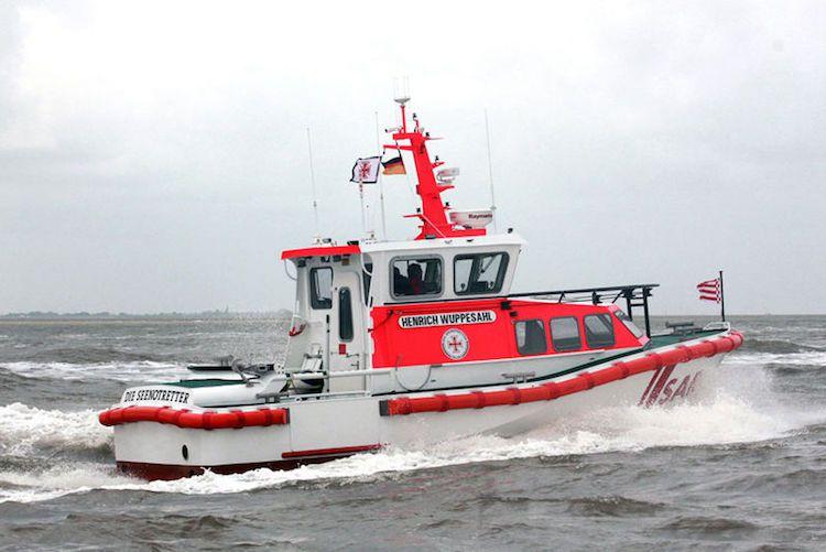 Seenotkreuzer Henrich Wuppesahl auf erstem Einsatz / © DGzRS