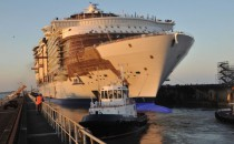 Erstes Aufschwimmen der Harmony oft the Seas bei STX