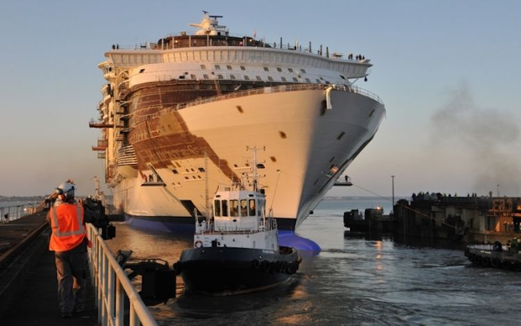 Die Harmony of the Seas von Royal Caribbean beim Ausdocken auf der Stx Werft in Frankreich / © Royal Caribbean International