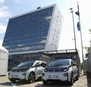 Elektroautos am Kieler Hafen / © Port of KIel