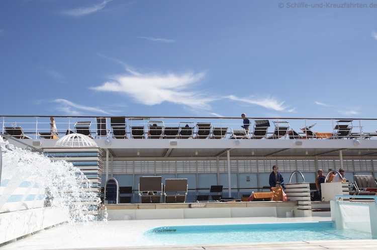 MSC Sinfonia - Pool