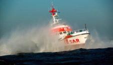 Schwer erkrankter Seemann wird von DGzRS gerettet