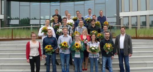 Am 27. August 2015 erhielten 14 Auszubildende und 10 Studierende im dualen Studiengang Schiffsbetriebstechnik ihr Abschlusszeugnis als Mechatroniker/-in. / © AIDA Cruises