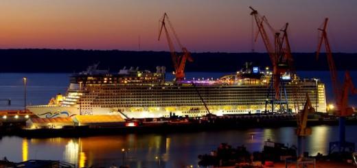 Norwegian Epic bei Nacht in der Damen Werft in Brest / © Damen Shipyards