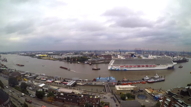 Norwegian Escape: Timelapse-Video beim Eindocken in der Hamburger Blohm und Voss Werft / © Nils Kallmeyer