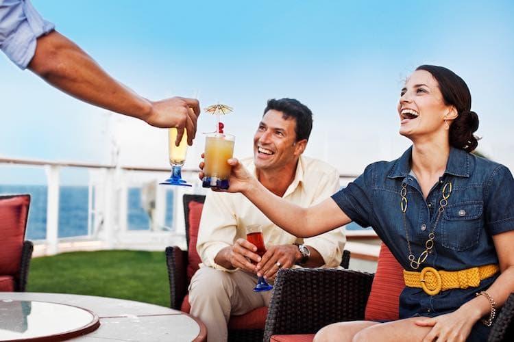 Celebrity Cruises inkludiert Getränkepakete ab der Buchung einer Aussenkabine / © Celebrity Cruises