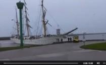 Gorch Fock rammt Hafenmauer in Wilhelmshaven (Video)