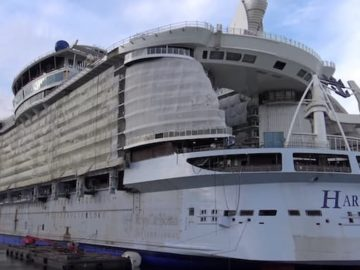 Harmony of the Seas im November 2015 auf der STX Werft in Frankreich / © Inselvideo