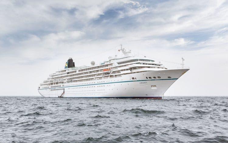MS Amadea ist erstmalig als Das Traumschiff an Weihnachten 2015 und Neujahr 2016 zu sehen / © Phoenix Reisen
