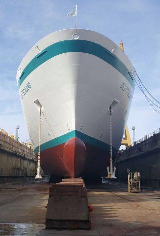 MS Deutschland in den Farben von Phoenix Reisen - auf der Werft / © Phoenix Reisen