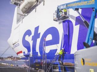 Stena-Line Fähre wird neu mit Santa Line beklebt / © Stena Line