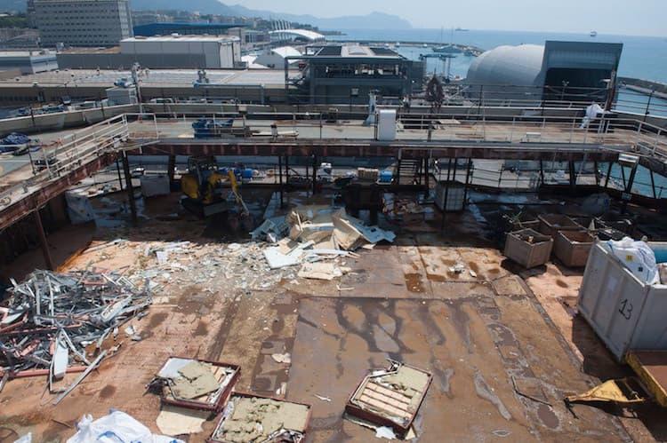 Das Wrack der Costa Concordia beim Rückbau und Verschrottung in Genua / © Ship Recycling S.C.A.R.L