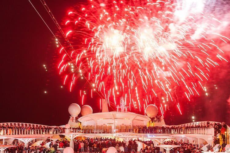 Silvestefeuerwerk auf Madeira im Hafen von Funchal / © AIDA Cruises