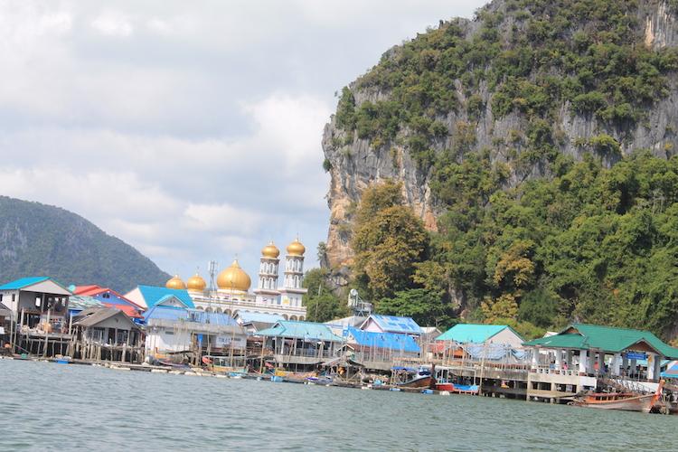 Das auf Stelzen erbaute Fischerdorf Ko Panyi