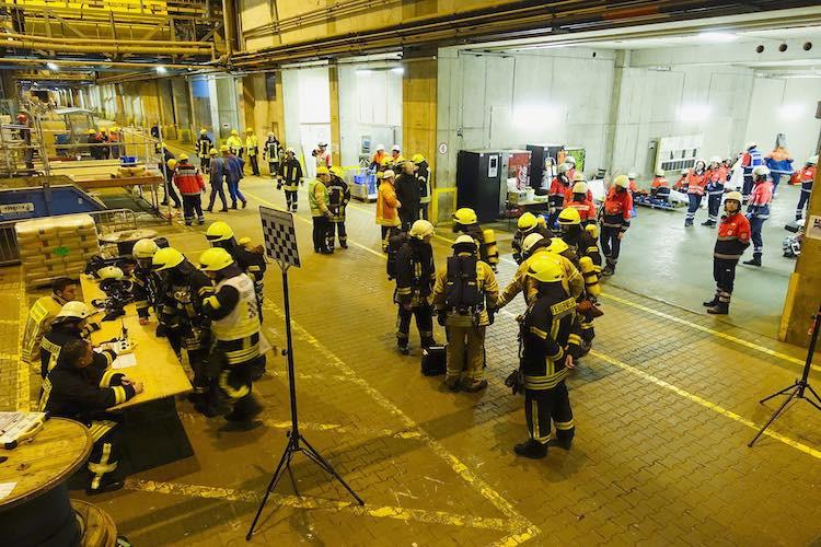 Probefeuer auf der Ovation of the Seas: Meyer Werft übt Brandbekämpfung mit Einsatzkräften aus dem Landkreis / © Meyer Werft