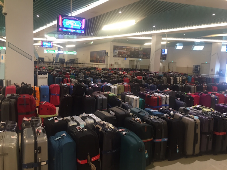 Gepäck im Terminal Singapur