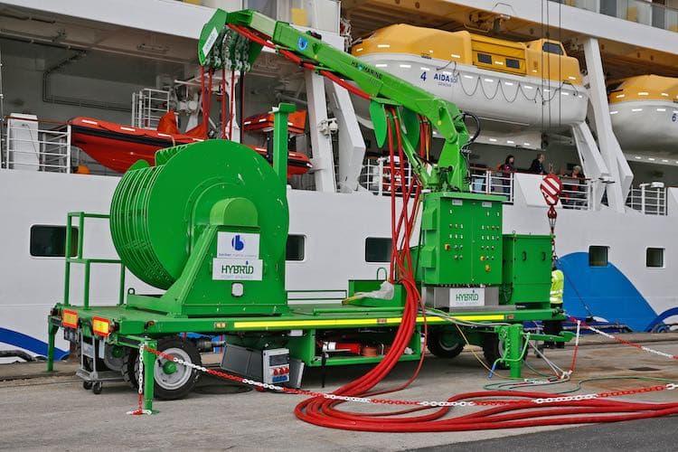 Landstrom-Versorgung der AIDAsol im Hamburger Hafen / © AIDA Cruises