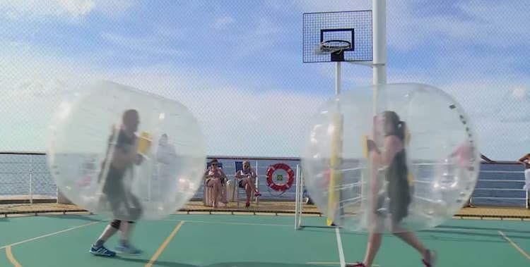 AIDA Loopy Ball auf dem Sportdeck / © AIDA Cruises