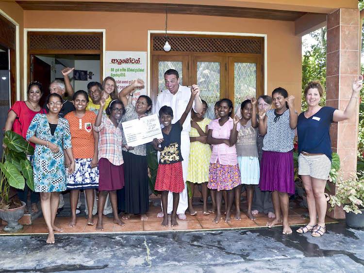 MS Hamburg Crew in Sri Lanka im Kinderheim / © Plantours Kreuzfahrten / OceanPhotoService