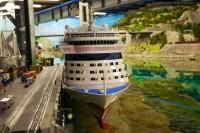AIDAblu an der Pier im Miniatur Wunderland