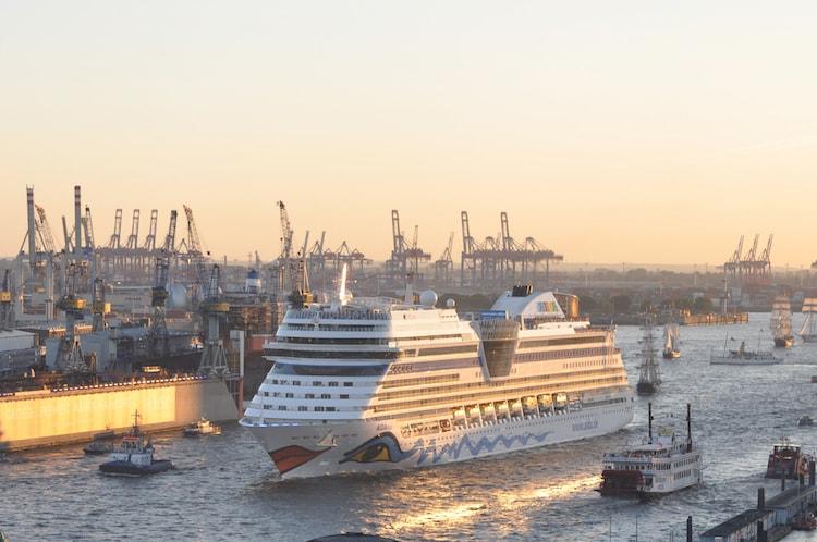 AIDAmar eröffnet am 27.02.2016 die Hamburger Kreuzfahrtsaison / © AIDA Cruises