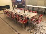 Der Ess- und Sitzbereich im AIDA Kochstudio auf AIDAprima