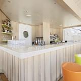 Die neue Poolbar von AIDAcara / © AIDA Cruises