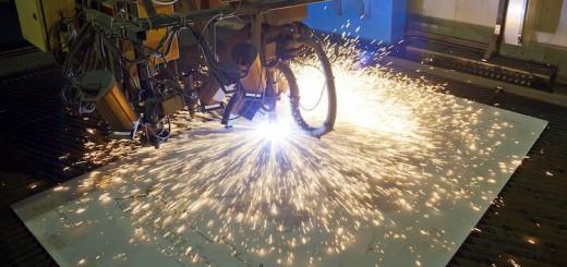 Mit dem Stahlschnitt beginnt der Bau der World Dream auf der Meyer Werft in Papenburg / © Meyer Werft
