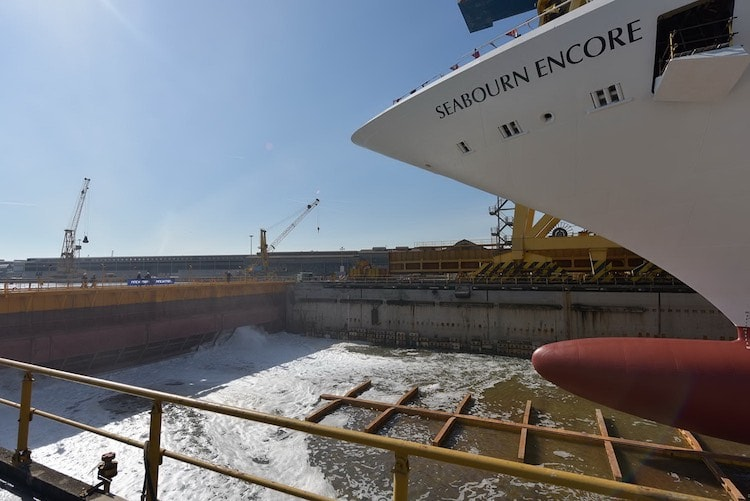 Seabourn Encore ist aufgeschwommen - erstmals Wasser unter dem Kiel / © Seabourn Cruise Line