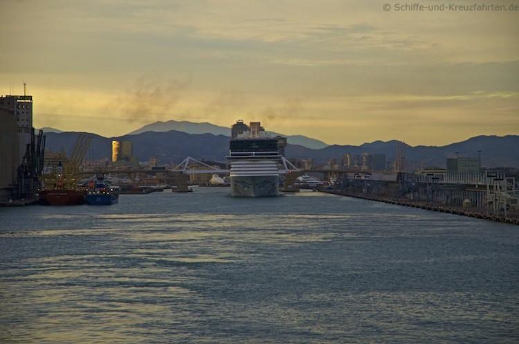 Norwegian Epic im Hafen von Barcelona