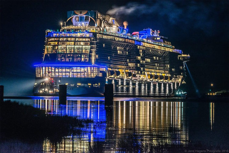 Emsüberführung Ovation of the Seas / Foto © Jens Hagens Fotografie