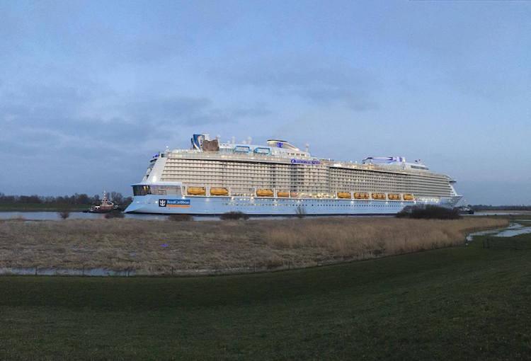 Emsüberführung der Ovation of the Seas
