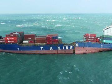 Die in der Mitte angebrochene TS Tapei vor der Küste Taiwans / © Youtube-User: Freediver HD