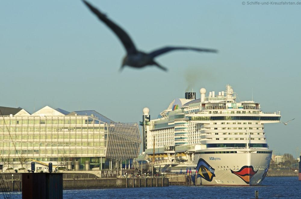 AIDAprima ist bereit zum Auslaufen aus Hamburg